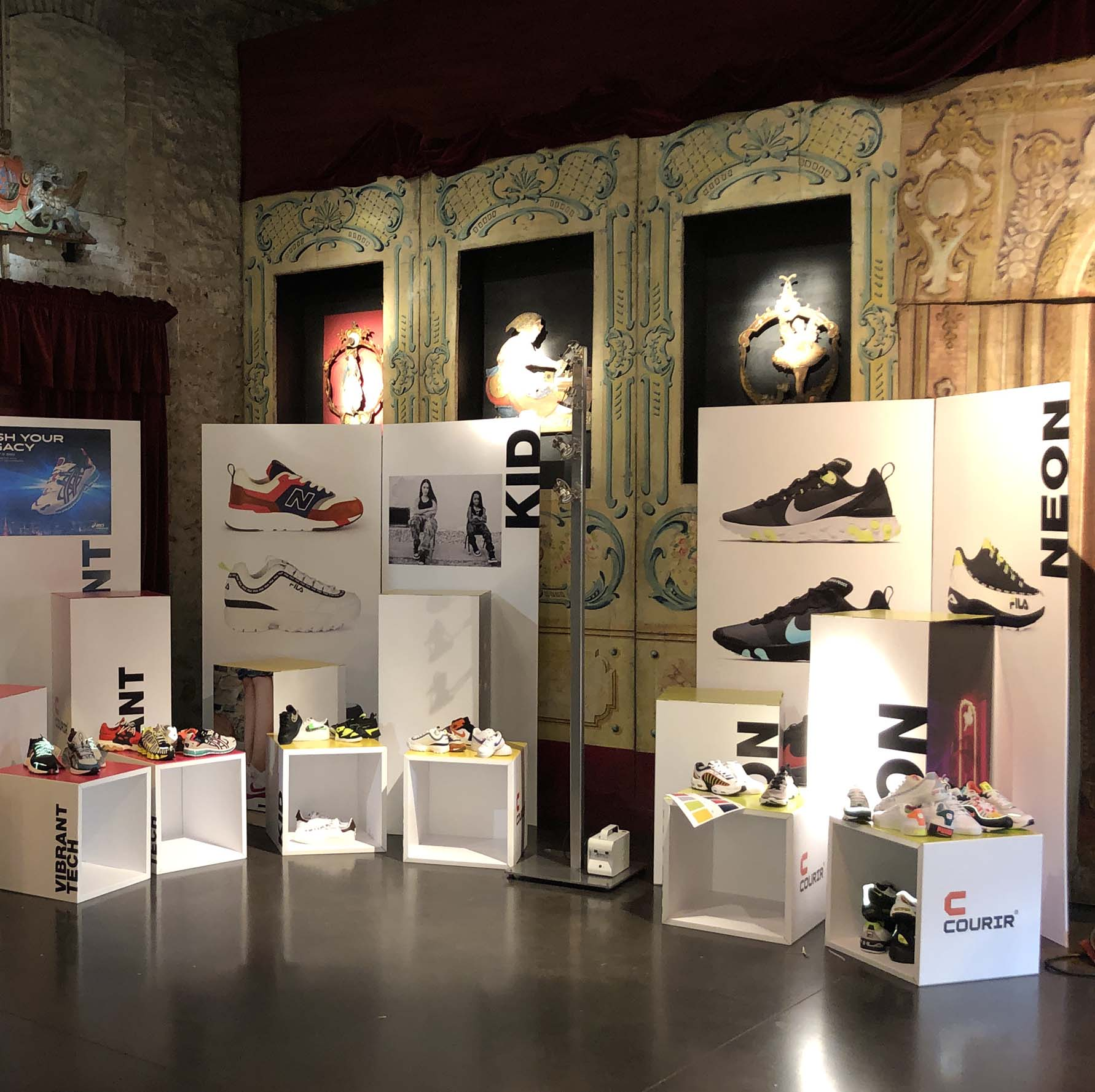 show room convention courir